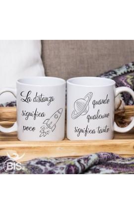 """Coppia tazze """"La distanza significa poco quando qualcuno significa tanto"""""""
