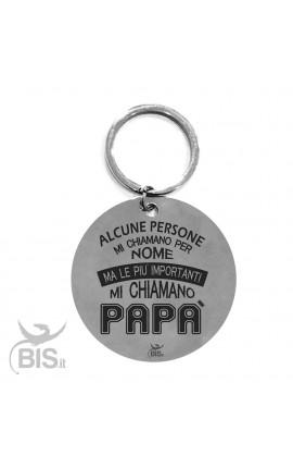 """Portachiavi acciaio """"Alcune persone mi chiamano per nome ma le più importanti mi chiamano Papà"""""""
