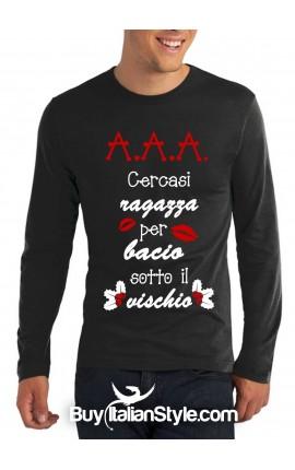 """T-shirt M-lunga uomo """"A.A.A. Cercasi una ragazza per un bacio mozzafiato sotto il vischio"""""""