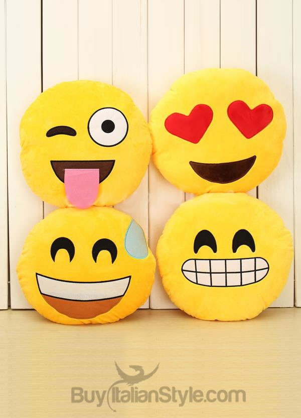 Emoji Cuscini.Cuscino Emoticon Occhiolino E Linguaccia