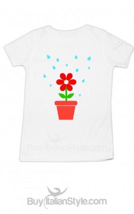 t-shirt bimba stampa fiorellino che viene annaffiato dai genitori